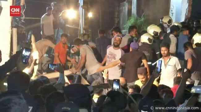 VIDEO: Gedung Runtuh di Mumbai India, 11 Orang Tewas - CNN Indonesia
