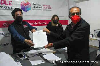 En Perote, abanderado de la alianza PRI-PAN-PRD, Delfino Ortega, recibe su constancia de mayoría; «no voy a defraudarlos, estaré trabajando intensamente» - Libertadbajopalabra.com