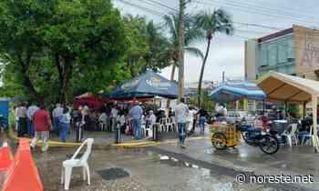 Ni la lluvia los espantó, mantienen panistas y morenistas campamento en OPLE Veracruz - NORESTE
