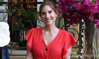 Lourdes Montes, la invitada perfecta con su top de volantes y falda estampada - Hola