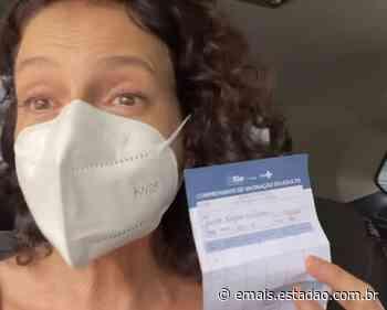 Denise Fraga se emociona e chora ao tomar vacina contra covid-19: 'Viva quem se preocupa com o povo' - Emais - Estadão