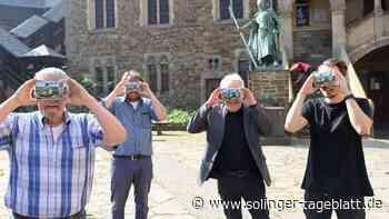Im Brunnenhof kämpfen und trainieren digitale Ritter in 3D