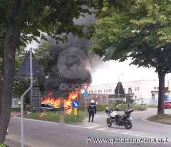 PAURA A COLLEGNO - Auto distrutta dalle fiamme mentre era in marcia in corso Pastrengo - QV QuotidianoVenariese
