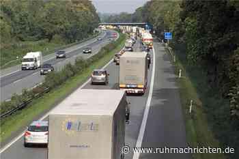 Hammer, Reifen und defektes Auto: Stundenlang nur Schritttempo auf A1 bei Ascheberg - Ruhr Nachrichten