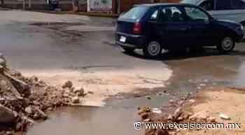 Vecinos piden reparar fuga de agua en Naucalpan - Excélsior