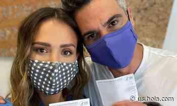 Jessica Alba and Cash Warren get COVID-19 vaccine - HOLA USA