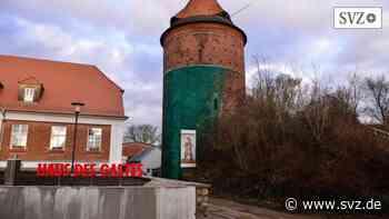 Pflasterarbeiten in Plau am See: Burgmuseum schließt kurzfristig wegen Bauarbeiten | svz.de - svz – Schweriner Volkszeitung