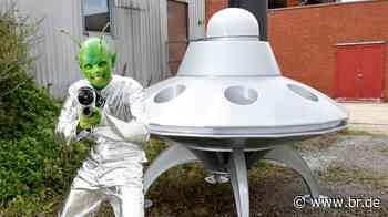 #failoftheweek: Warum der UFO-Glaube auch schnell mal zum Aluhut führt - BR24