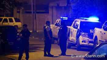 La Matanza: una mujer fue asesinada de un disparo y chocó su auto contra una casa - Clarín