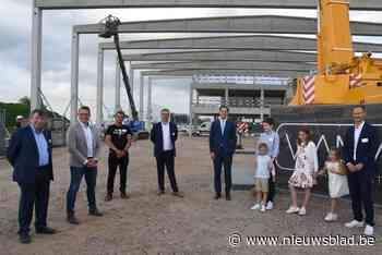 Projectontwikkelaar slaagt erin om niet minder dan premier De Croo eerste steen te laten leggen van nieuw 'flexibel' bedrijfsgebouw