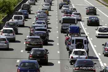Vier voertuigen betrokken bij ongeval op E40 richting Gent, file van anderhalf uur is het gevolg - Het Nieuwsblad