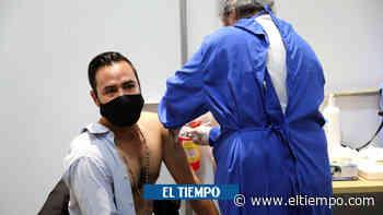 Vacunaron a 3.600 trabajadores educativos de Ibagué - El Tiempo