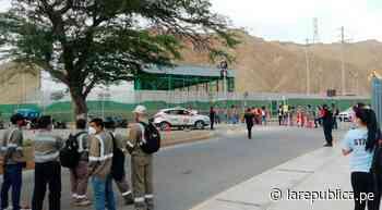 Piura: trabajadores del PMRT protestan y bloquean vía en Talara - LaRepública.pe