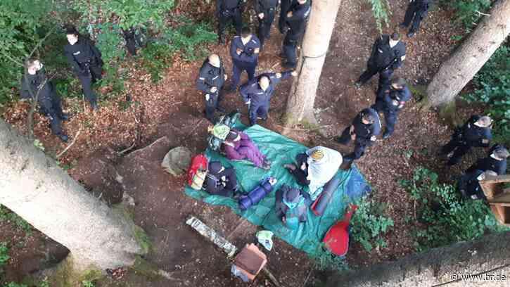 Forst Kasten: Lager der Klimaaktivisten geräumt - BR24