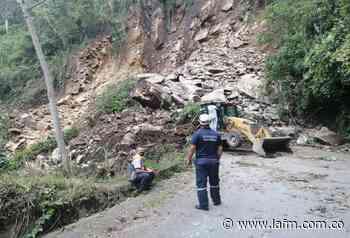 Vía Manizales - Manzanares inhabilitada por desprendimiento de rocas - La FM