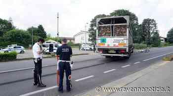 Tragedia lungo la Via Emilia a Castel Bolognese. Anziano ciclista investito da un camion - ravennanotizie.it