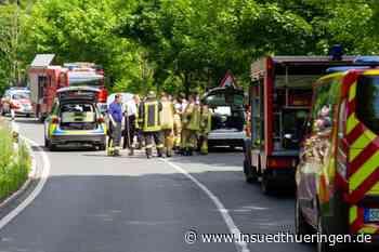 Mehrere Autos zusammengekracht - Unfall mit drei Verletzten im Landkreis Sonneberg - inSüdthüringen