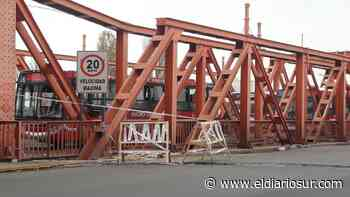 Lanús: un pozo de gran tamaño produce un caos vehicular en el Puente Alsina - El Diario Sur