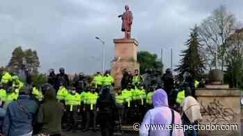 ¿Por qué indígenas Misak quisieron derribar la estatua de Cristobal Colón? - El Espectador