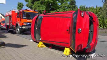 10.06.2021 - Langenfeld Stadtmitte - Schwerer Unfall: 3 Autos beteiligt - 2 Personen verletzt - Emergency-Report.de
