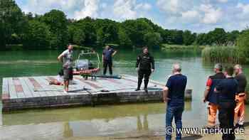 Garchinger See. Das war's mit dem Schwimmspaß! Badeinsel an Land gezogen - Merkur Online