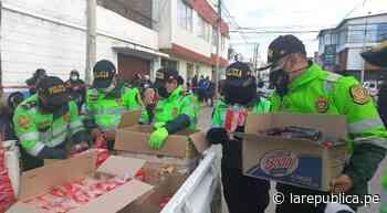 Coronavirus en Perú | Huancayo: PNP repartió desayunos a adultos mayores que esperaban ser vacunados - LaRepública.pe