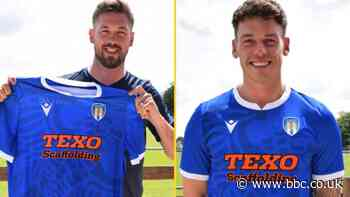 Colchester United sign Ipswich's Luke Chambers & Cambridge's Luke Hannant