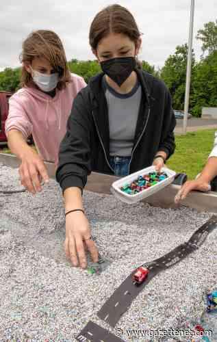 Models of change: Climate Change Carnival gives Amherst middle schoolers hands-on workshops on a changing planet - GazetteNET
