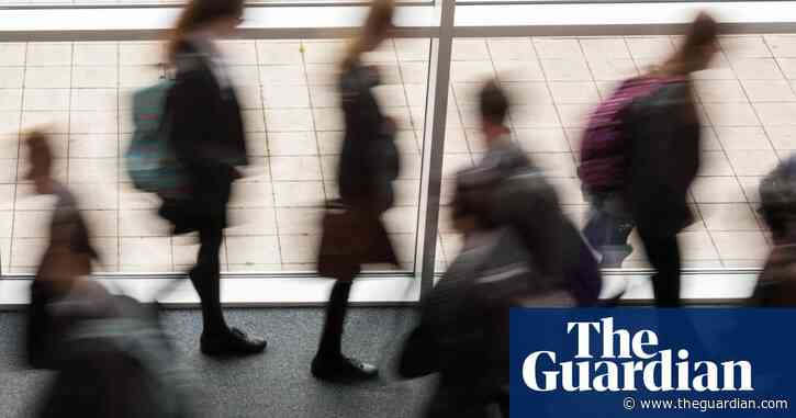 Ministers warned of more disruption in English schools as Covid variant spreads