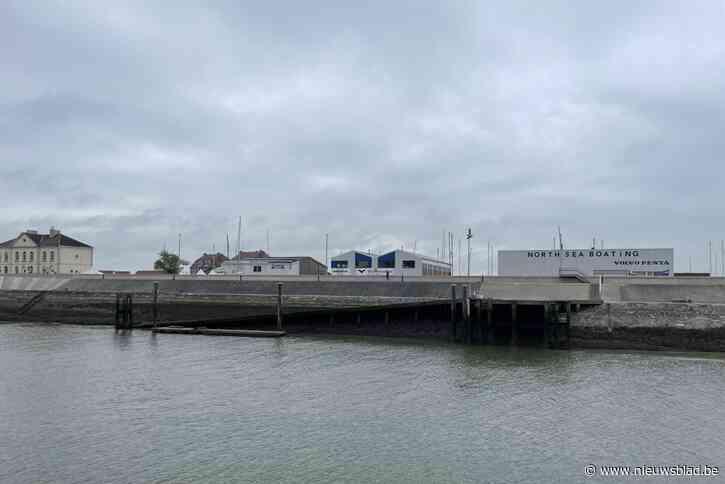 """Bootjes kunnen al wekenlang niet meer tanken door beschadigd ponton (en moeten nu naar Zeebrugge of Nieuwpoort): """"Mensen vragen dagelijks wanneer oplossing komt"""""""