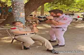 2 Delhi Cops Enact Funny Scene While on Duty, Slapped With Notice After Video Go - News18
