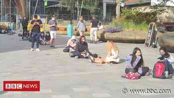 Covid: Huge queues at Sheffield's Crucible Theatre pop-up vaccine site - BBC News