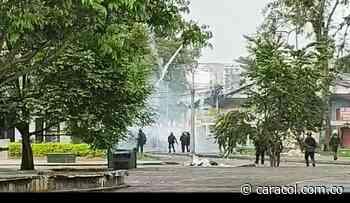 Disturbios en Popayán dejan heridos, detenidos y agresiones a la prensa - Caracol Radio