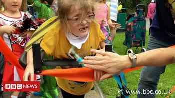 Milton Keynes girl, 6, cheered by classmates on first 100m walk