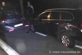 Twee geparkeerde wagens rijp voor de schroot na botsing - Het Nieuwsblad