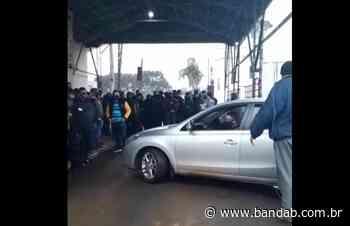 Policiais fazem protesto e fecham entrada de complexo penal em Piraquara; vídeo - Banda B - Banda B
