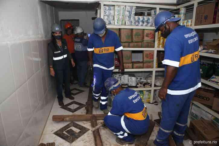 Secretaria de Conservação faz demolição manual em Rio das Pedras - Prefeitura da Cidade do Rio de Janeiro - prefeitura.rio - Prefeitura do Rio