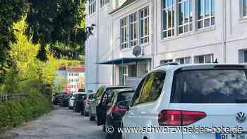 Albstadt - Test im Auto zieht um auf den Parkplatz des Thalia-Theaters in Tailfingen - Schwarzwälder Bote