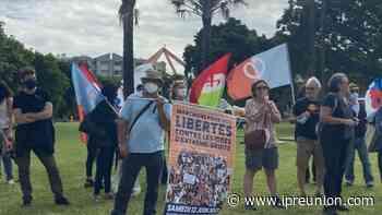 A l'appel de plusieurs associations (actualisé) : Saint-Denis : une cinquantaine de personnes se rassemblent contre l'extrême-droite - Imaz Press Réunion