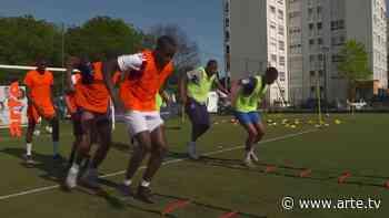 Saint-Denis : rêves de foot à l'ombre du stade de France - Regarder le documentaire complet | ARTE - Arte.tv