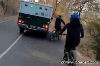 """Fundación Emilia denuncia caso de """"violencia vial"""" de vehículo de Carabineros con ciclista en cerro San Cristóbal - La Tercera"""