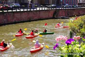 Druk op het water in Gent: kajakker in de problemen aan Koophandelsplein