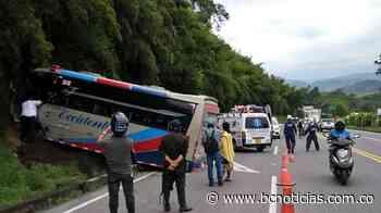 Cinco lesionados deja accidente de bus en vías de Chinchiná - BC NOTICIAS - BC Noticias