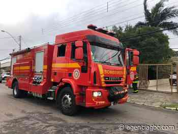 AGORA: casa pega fogo no bairro Niterói, em Canoas - Agência GBC