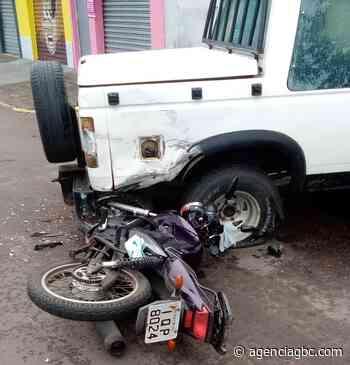 AGORA: motociclista fica ferido após colisão com caminhonete em Canoas - Agência GBC