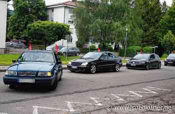 Waldshut-Tiengen: Konvoi mit roten Fähnchen: Warum es in Waldshut-Tiengen schon vor der EM einen Autokorso gegeben hat - SÜDKURIER Online