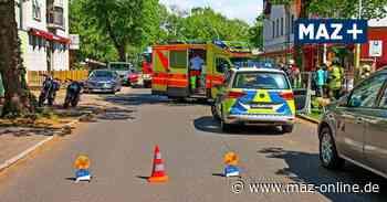 Unfall an Garageneinfahrt: Auto stößt in Hohen Neuendorf mit Motorrad zusammen - Märkische Allgemeine Zeitung