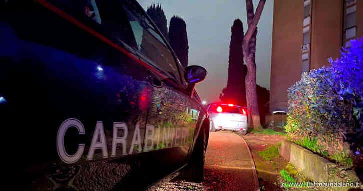 Uccide la ex a coltellate, in casa anche il figlio di 2 anni. I carabinieri arrestano l'omicida dopo un'irruzione. Bimbo salvato dai pompieri