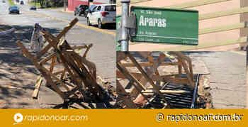 Populares sinalizam buraco em boca de lobo com madeiras na Avenida Araras em Limeira - Rápido no Ar