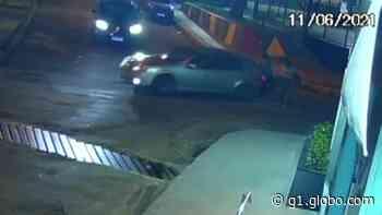 Motorista dá marcha ré, atropela idosa e foge em Cachoeiro de Itapemirim, ES - G1